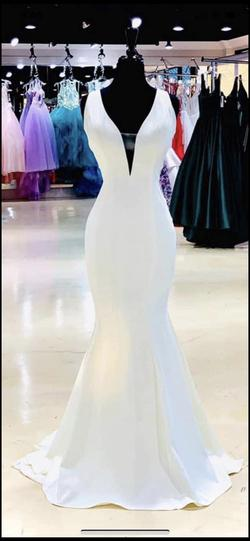 White Size 20 Straight Dress on Queenly