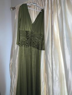 Jovani Green Size 10 Straight Dress on Queenly