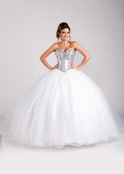 Style Q15272 Karishma Creations White Size 0 Quinceanera Tulle Tall Height Ball gown on Queenly