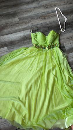 Vienna Green Size 8 A-line Dress on Queenly