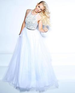 Style 71059 2Cute Prom White Size 18 Pageant Ball gown on Queenly
