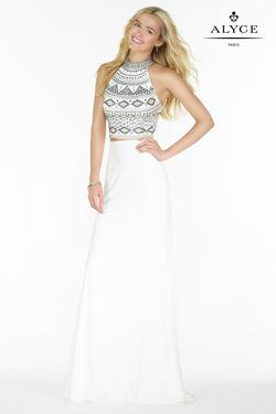 Style 6699 Alyce Paris White Size 6 Prom Pageant Straight Dress on Queenly