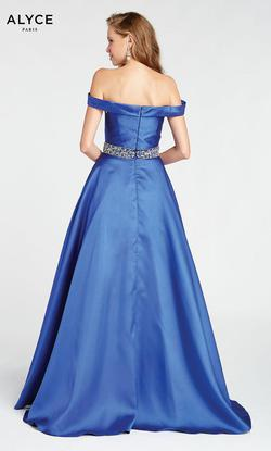 Style 1419 Alyce Paris Blue Size 10 Prom Ball gown on Queenly