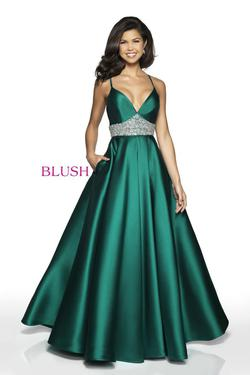 Style C2006 Blush Prom Green Size 6 Emerald Silk Ball gown on Queenly