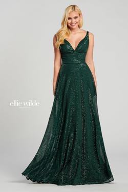 Style EW120069 Ellie Wilde Green Size 16 Train Tall Height V Neck A-line Dress on Queenly