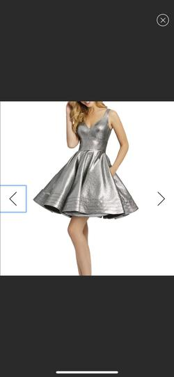 Mac Duggal Silver Size 0 V Neck Cocktail Dress on Queenly