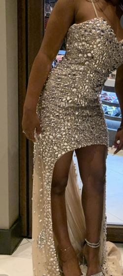 Nude Size 4 Straight Dress on Queenly