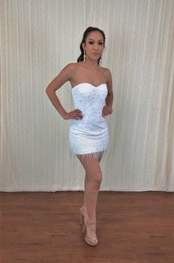 Cinderella Divine White Size 4 Cocktail Dress on Queenly