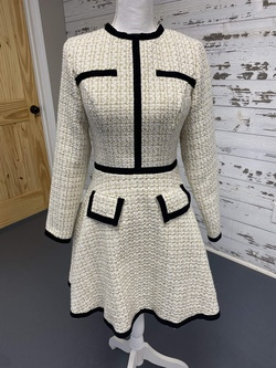 Ashley Lauren White Size 6 Cocktail Dress on Queenly