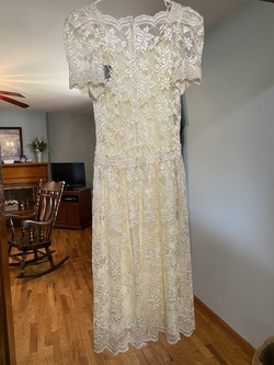 Cachet White Size 4 Cocktail Dress on Queenly
