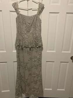 Ralph Lauren Silver Size 8 Lace Straight Dress on Queenly