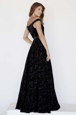 Style 18071 Jolene Black Size 4 Velvet Ball gown on Queenly