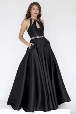 Style 18087 Jolene Black Size 20 Silk Ball gown on Queenly