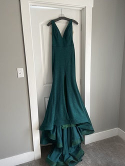 Green Size 6 Train Dress on Queenly