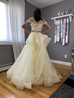 Mac Duggal Yellow Size 2 Prom Pageant Train Dress on Queenly