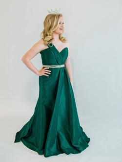 Green Size 10 Train Dress on Queenly