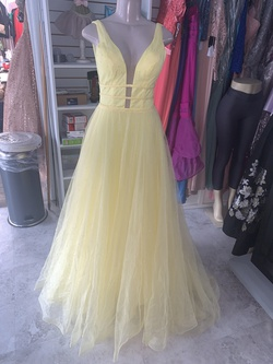 Sherri Hill Yellow Size 0 Prom Plunge Quinceanera Ball gown on Queenly