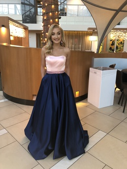 Sherri Hill Multicolor Size 2 Navy Prom Ball gown on Queenly