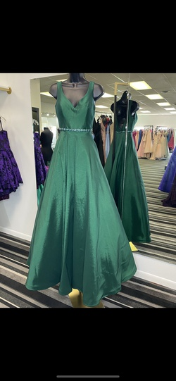 Clarisse Green Size 0 Prom Ball gown on Queenly
