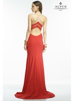 Red Size 00 Straight Dress on Queenly