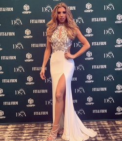 Faviana White Size 0 Side slit Dress on Queenly