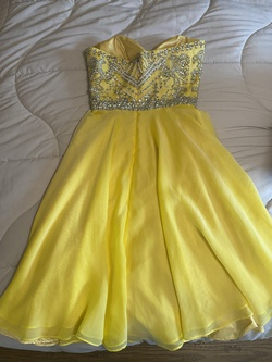 Sherri Hill Yellow Size 2 Cocktail Dress on Queenly