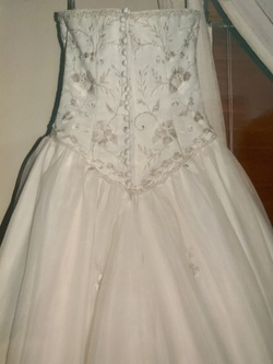 Private Label White Size 4 Ball gown on Queenly