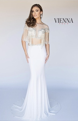 Vienna Prom White Size 2 Straight Dress on Queenly