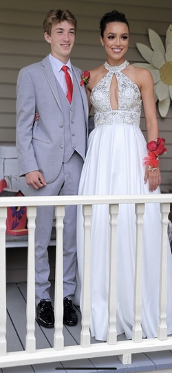 Jasz White Size 0 Prom Ball gown on Queenly