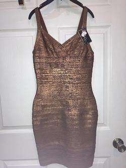 All Things Crowned Gold Size 4 Mini Sorority Formal Cocktail Dress on Queenly