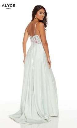 Style 1547 Alyce Paris White Size 8 Prom Side slit Dress on Queenly
