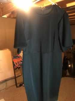 Ashley Lauren Green Size 14 Cocktail Dress on Queenly