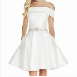 Ashley Lauren White Size 0 Homecoming Cocktail Dress on Queenly