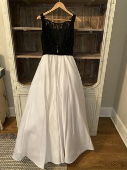 Flair Prom White Size 4 Silk Lace Ball gown on Queenly