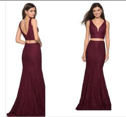 La Femme Red Size 4 Plunge Prom Wedding Guest Straight Dress on Queenly