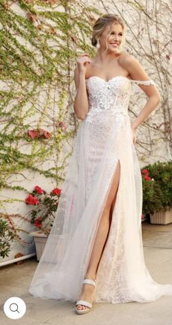 White Size 8 Side slit Dress on Queenly