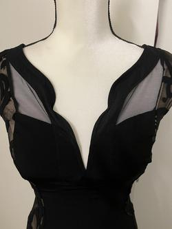 Black Size 4 Straight Dress on Queenly