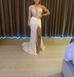 Patricia Nascimento White Size 0 Long Sleeve Fitted Wedding Side slit Dress on Queenly