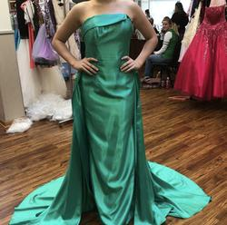 Alyce Paris Green Size 4 Prom Ball gown on Queenly
