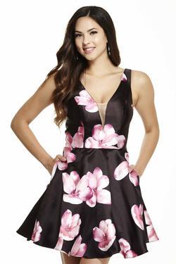 Jolene  Black Size 10 V Neck Homecoming A-line Dress on Queenly