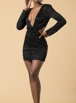 Embellished Cocktail Dress Black Size 4 Long Sleeve Mini Homecoming Cocktail Dress on Queenly