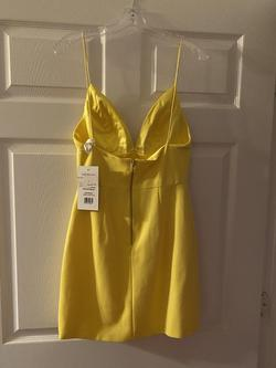 Sherri Hill Yellow Size 4 Mini Interview Bodycon Homecoming Cocktail Dress on Queenly