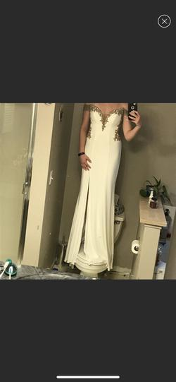 Faviana White Size 2 Pageant A-line Dress on Queenly