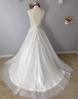 D&V White Size 8 Dandv A-line Dress on Queenly
