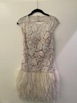 Jovani White Size 2 Lace Cocktail Dress on Queenly