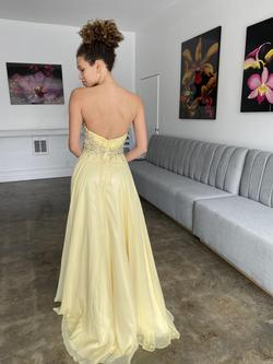 Yellow Size 0 Straight Dress on Queenly