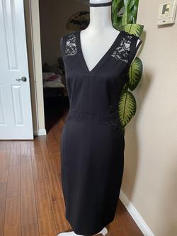 Anne Klein Black Size 10 V Neck Sheer Cocktail Dress on Queenly