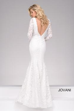 Style 50026 Jovani White Size 8 Plunge Mermaid Dress on Queenly