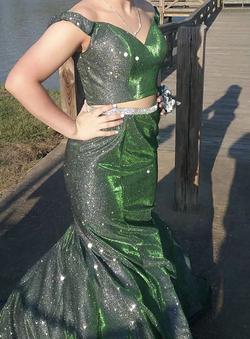 Nouri Green Size 4 Emerald Belt V Neck Sequin Mermaid Dress on Queenly
