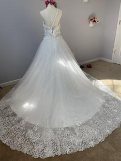D&V White Size 14 V Neck Tulle Spaghetti Strap Ball gown on Queenly